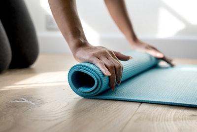 Leichtes Fitness Workout das Sie über die Feiertrag bringt